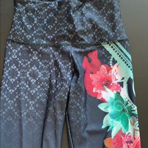 Onzie leggings size small